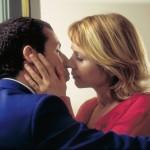 Primo bacio per Adam Sandler ed Emily Watson in Ubriaco d'amore di Paul Thomas Anderson (Punch-Drunk Love, USA 2002)