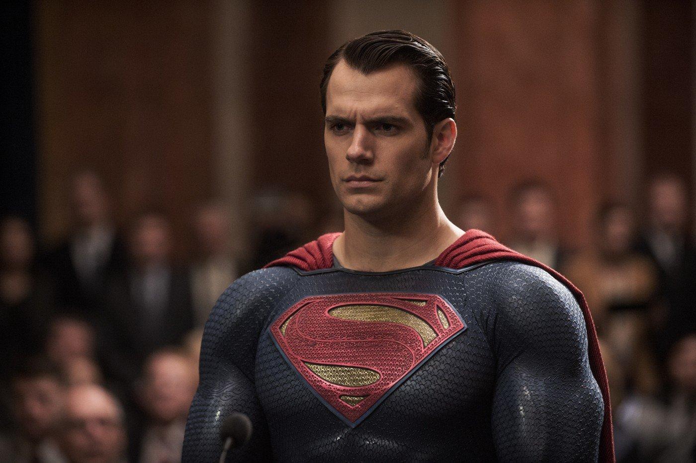 Henry Cavill è Superman in Batman v Superman: Dawn of Justice di Zack ... Jesse Eisenberg