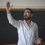 Anche Marco Giallini in cattedra in Beata ignoranza di Massimiliano Bruno (Italia, 2017)
