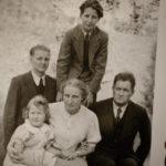 Una foto d'epoca della famiglia di Carlo Maria Martini in vedete sono uno di voi di Ermanno Olmi (Italia, 2017)