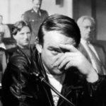 Un pensieroso Brendan Gleeson a processo nel corso di The General di John Boorman (Irlanda, UK 1998)