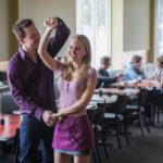 Accenno di ballo tra Michael Fassbender e Natalie Portman durante Song to Song di Terrence Malick (USA, 2017)