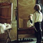 Una simbolica immagine del piccolo protagonista de L'infanzia di un capo di Brady Corbet (The Childhood of a Leader, UK, Francia, Ungheria 2015)