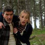 Antonio Banderas e Piper Perabo in fuga durante Black Butterfly di Brian Goodman (USA, 2017)