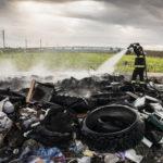 Immagini di devastazione nella Terra dei Fuochi nella docu-fiction Il segreto di Pulcinella di Mary Griffo (Italia, 2016)