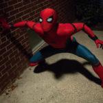 L'Uomo Ragno in azione durante Spider Man: Homecoming di Jon Watts (USA, 2017)