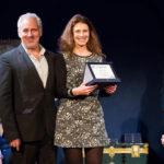 """Vincent Riotta premia Giulia Mombelli come Miglior Attrice protagonista del corto """"fatti osceni in luogo pubblico"""" di Stefano Viali"""