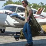 Tom Cruise con borse di denaro in Barry Seal, una storia americana di Doug Liman, (American Made, USA, 2017)