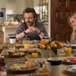 Michael Sheen e Reese Whiterspoon in famiglia durante 40 sono i nuovi 20 di Hallie Meyers-Shyer (Home Again USA, 2017)