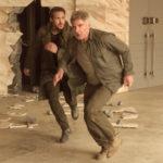 Ryan Gosling e Harrison Ford in fuga nel corso di Blade Runner 2049 di Denis Villeneuve (USA, Canada, UK 2017)