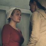 Ancora Elisabeth Moss, segnata dal dolore in The Handmaid's Tale serie televisiva creata da Bruce Miller (Canada, 2017)