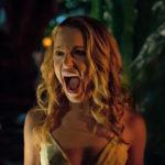 Jessica Rothe urla il suo terrore durante Auguri per la tua morte di Christopher Landon (Happy Death Day, USA 2017)