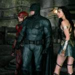 Ezra Miller, Ben Affleck e Gal Gadot in un'immagine tratta da Justice League di Zack Snyder (USA, 2017)