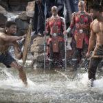 Duello all'arma bianca tra Chadwick Boseman e Michael B. Jordan durante Black Panther di Ryan Coogler (USA, 2018)