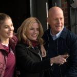 Bruce Willis e famiglia, in un momento felice de Il giustiziere della notte di Eli Roth (Death Wish, USA 2018)
