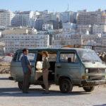 I due protagonisti e la città sullo sfondo in Beirut di Brad Anderson (USA, 2018)