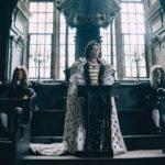 La regina Anna Olivia Colman in un'altra immagine da La Favorita di Yorgos Lanthimos (The Favourite, UK, Irlanda, USA 2018)