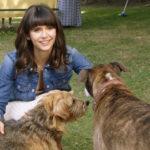 Mina Dobrev in compagnia canina durante Dog Days di Ken Marino (USA, 2018)