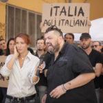 Manifestazione di destra durante Go Home - A casa loro di Luna Gualano (Italia, 2018)