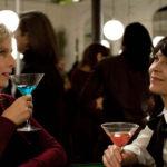Karin Viard e Anne Dorval in un momento de Il complicato mondo di Nathalie di David Foenkinos e Stéphan Foenkinos (Jalouse, Francia 2017)