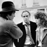 Bernardo Bertolucci con Marlon Brando e Maria Schneider sul set di Ultimo tango a Parigi (1972)