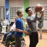 A lezione di basket durante Conta su di me di Marc Rothemund (Dieses bescheuerte Herz, Germania 2017)