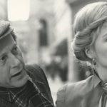 Nicolas Roeg e sua moglie Theresa Russell in un immagine in bianco e nero.