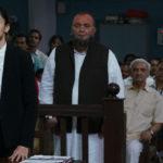 Tapsee Pannu e Rishi Kapoor in un mometo processuale di Mulk di Anubhav Sinha (India, 2018)
