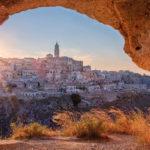 Una suggestiva immagine del capoluogo della Basilicata in Mathera di Francesco Invernizzi e Vito Salinaro (Italia, 2018)