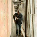 Idris Elba in azione nel corso di Bastille Day di James Watkins (UK, Francia, USA 2016)