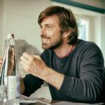 Una curiosa espressione di Kim Rossi Stuart, attore e regista di Tommaso (Italia, 2016)