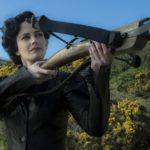 Eva Green scocca la freccia in Miss Peregrine - La casa dei ragazzi speciali di Tim Burton (Miss Peregrine's Home for Peculiar Children USA, UK 2016)