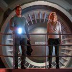 Ancora Chris Pratt e Jennifer Lawrence in un momento di tensione da Passengers di Morten Tyldum (USA, 2016)