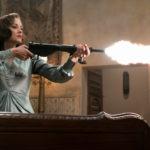Marion Cotillard apre il fuoco durante Allied - Un'ombra nascosta di Robert Zemeckis (USA, UK 2016)