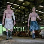 Ewan McGregor e Jonny Lee Miller desnudi in un momento di T2 Trainspotting di Danny Boyle (UK, 2017)