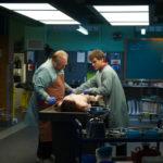 Ancora Cox e Hirsch, alle prese con il cadavere sconosciuto di Autopsy di André Øvredal (The Autopsy of Jane Doe, USA, UK 2016)