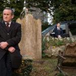 Ancora Colm Meaney, assieme a Freddie Highmore, in una simbolica immagine da Il viaggio di Nick Hamm (The Journey, UK 2016)