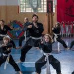 Lezione di arti marziali per Fabio De Luigi in Questione di karma di Edoardo Falcone (Italia, 2017)