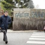 Dany Boon e la scritta nei suoi confronti in Un tirchio quasi perfetto di Fred Cavayé (Radin!, Francia 2016)