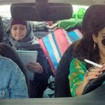 "Tre amiche ""on the road"" durante Libere, disobbedienti, innamorate di Maysaloun Hamoud (In Between, Israele, Francia 2016)"