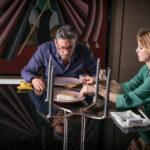 Ancora Sergio Castellitto e Margherita Buy in un momento di Piccoli crimini coniugali di Alex Infascelli (Italia, 2017)