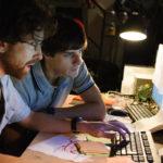 Lavoro al pc per i giovani protagonisti di The Startup di Alessandro D'Alatri (Italia, 2017)