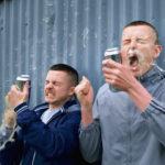 Una buffa situazione per i due protagonisti in The Young Offenders di Peter Foott (Irlanda, 2016)