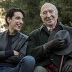 Andrea Carpenzano e Giuliano Montaldo in un momento di Tutto quello che vuoi di Francesco Bruni (Italia, 2017)