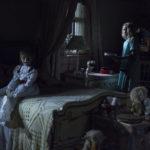 La terribile bambola e una delle sue vittime in Annabelle 2 di David F. Sandberg (Annabelle: Creation, USA 2017)