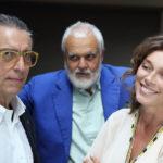 """Gianfelice Imparato con Marco Tullio Giordana e Carolina Rosi, protagonisti della rappresentazione teatrale di """"Questi fantasmi""""."""