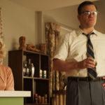 Julianne Moore in versione bionda con Matt Damon in un momento di Suburbicon di George Clooney (USA, 2017)