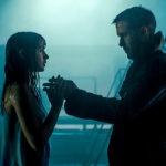 Ana de Armas e Ryan Gosling in un momento pregnante di Blade Runner 2049 di Denis Villeneuve (USA, Canada, UK 2017)