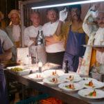 Cucina in fermento durante C'est la vie - Prendila come viene di Éric Tolédano e Olivier Nakache (Le sens de la fête, Francia, Belgio, Canada 2017)