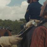 Christian Bale minaccia Adam Beach in Hostiles di Scott Cooper (USA, 2017)